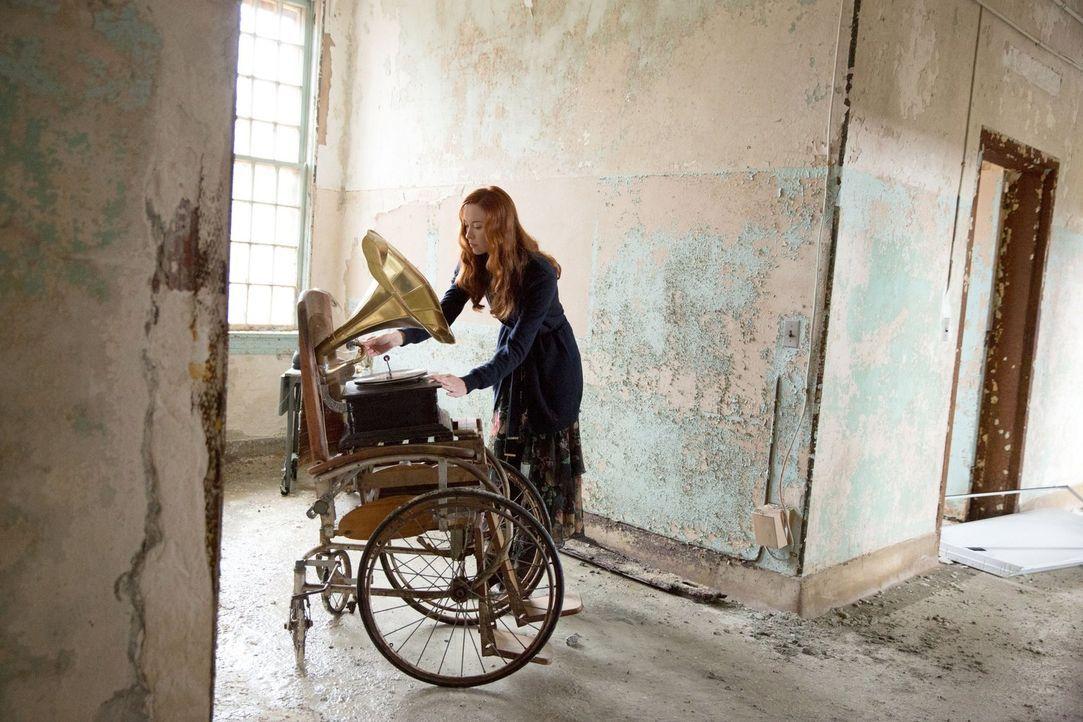 Mit einem perfiden Plan will sich Genevieve (Elyse Levesque) an Rebekah rächen ... - Bildquelle: Warner Bros. Television