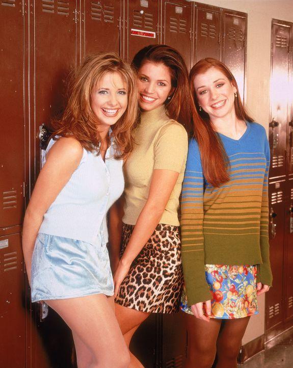 (1.Staffel) - Mit vereinten Kräften nehmen es Buffy (Sarah Michelle Gellar, l.), Cordelia (Charisma Carpenter, M.) und Willow (Alyson Hannigan, r.)... - Bildquelle: (1997) Twentieth Century Fox Film Corporation.