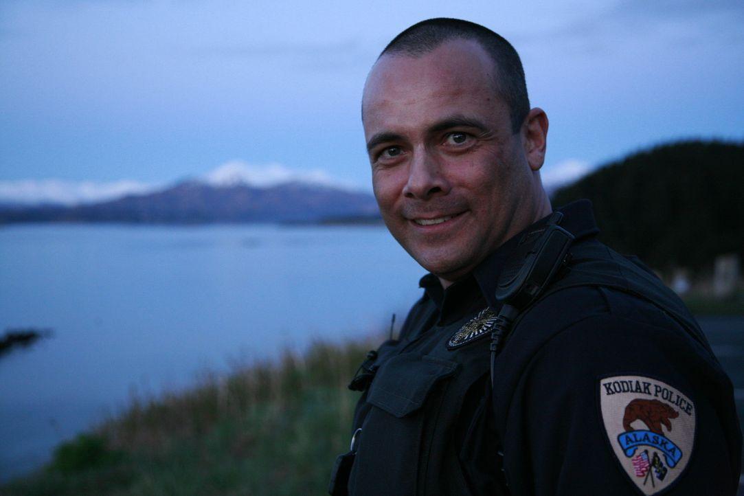 Auswanderer Roland Zeitler ist US-Cop in Alaska. Mit Jeep und Pumpgun ist er unterwegs und sorgt so für Sicherheit ... - Bildquelle: kabel eins