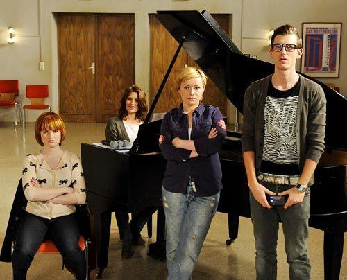 Sophie, Bea, Emma und Hotte bemerken, dass es zwischen Luzi und Timo gefunkt hat. - Bildquelle: Christoph Assmann - Sat1