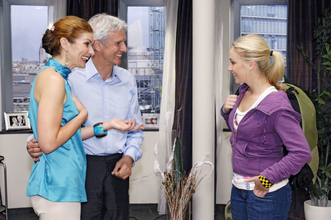 Natascha und Robert werden in ihrem Streit unterbrochen als plötzlich Nancy, die Tochter von ihrem Agenturpartner Michael Lanford von Lanford Luxury... - Bildquelle: Oliver Ziebe Sat.1