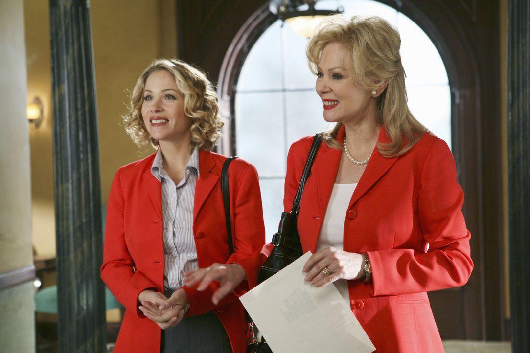 Wollen gemeinsam ein Immobilienunternehmen aufzubauen: Samantha (Christina Applegate, l.) und Regina (Jean Smart, r.) ... - Bildquelle: American Broadcasting Companies, Inc. All rights reserved.