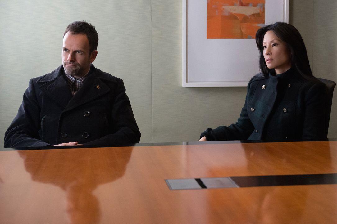 Ermitteln in einem neuen Fall: Sherlock Holmes (Jonny Lee Miller, l.) und Dr. Joan Watson (Lucy Liu, r.) ... - Bildquelle: CBS Television