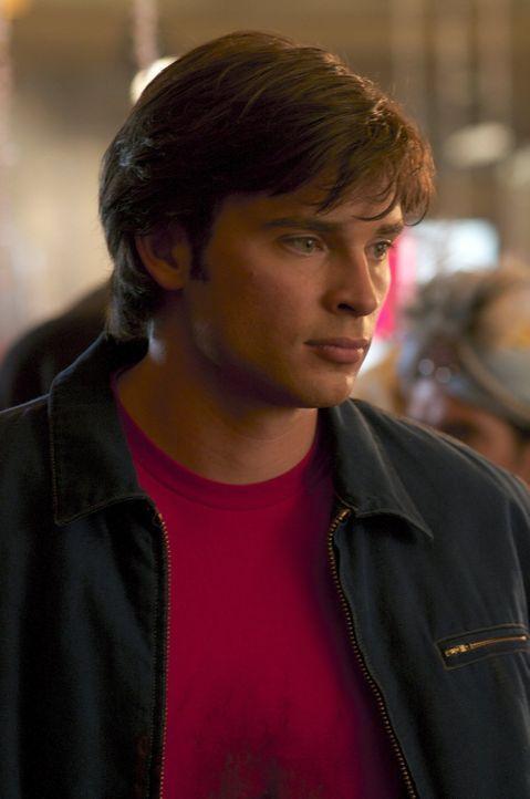 Bringt es nicht über sich, zu Lex' Kostümball zu gehen: Clark (Tom Welling) möchte nicht an die Katastrophen erinnert werden, die durch die Besessen... - Bildquelle: Warner Bros.