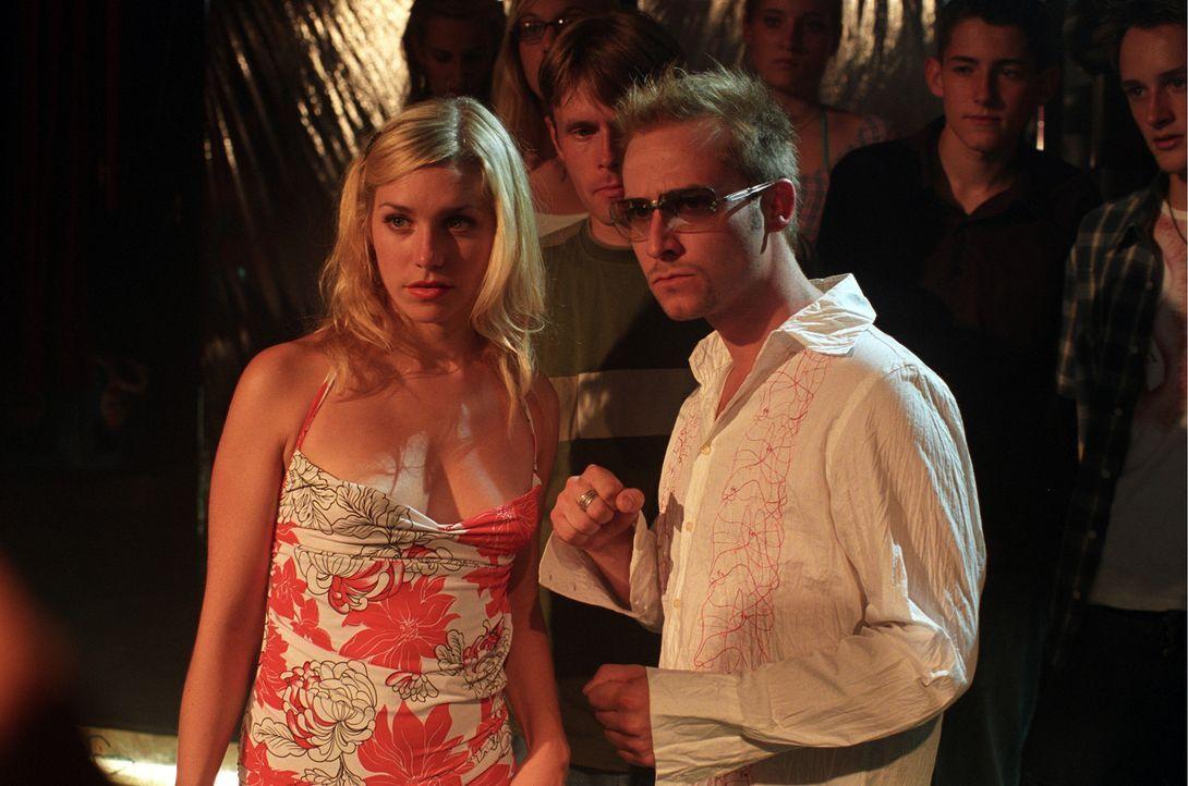 Als Ben seine große Liebe Carola (Julia Dietze, l.) zusammen mit dem ultracoolem DJ Kool (Niels Bruno Schmidt, r.) begegnet, wird Ibiza für ihn zu... - Bildquelle: Concorde Filmverleih GmbH