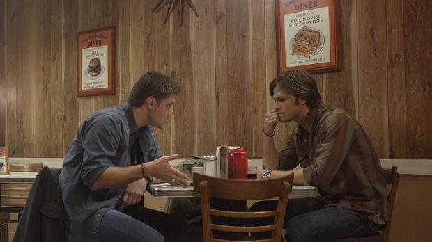 Sam (Jared Padalecki, r.) und Dean (Jensen Ackles, l.) sind geschockt, als si...