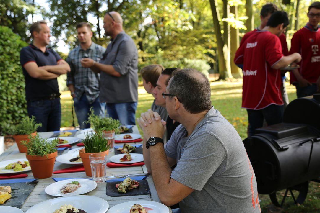 Wie werden die Testesser das Essen des Sternekochs und dessen Herausforderer bewerten? - Bildquelle: ProSieben MAXX
