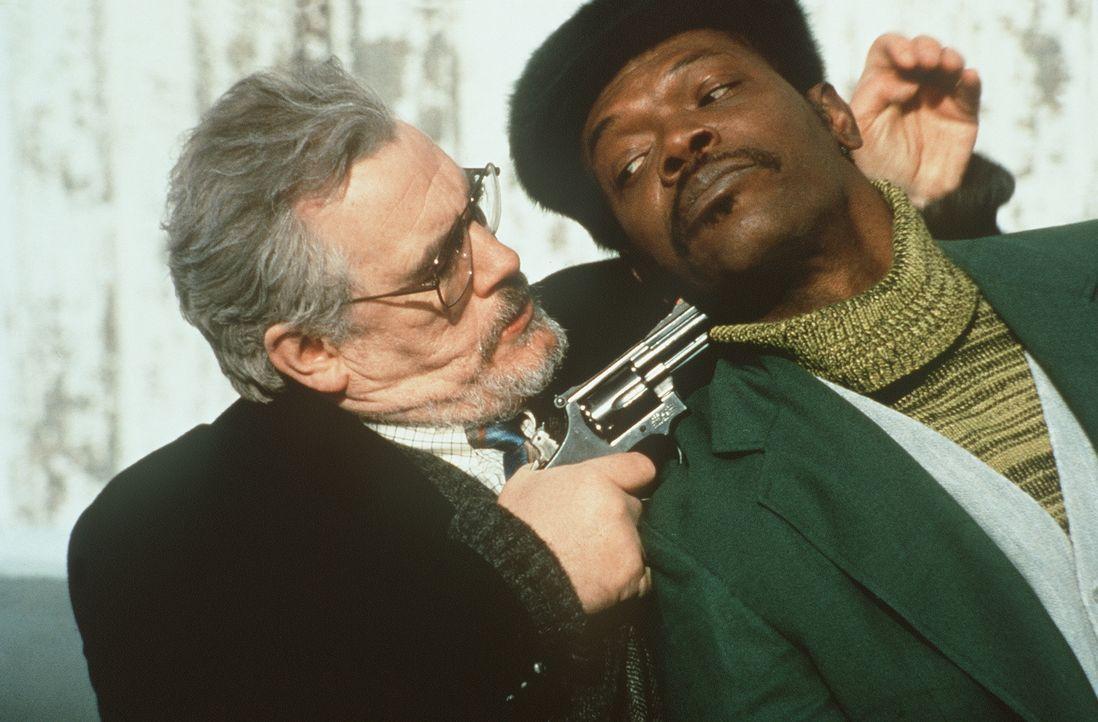 Geheimdienstchef Perkins (Patrick Malahide, l.) trachtet sowohl Samantha als auch Mitch Henessey (Samuel L. Jackson, r.) nach dem Leben ... - Bildquelle: New Line Cinema