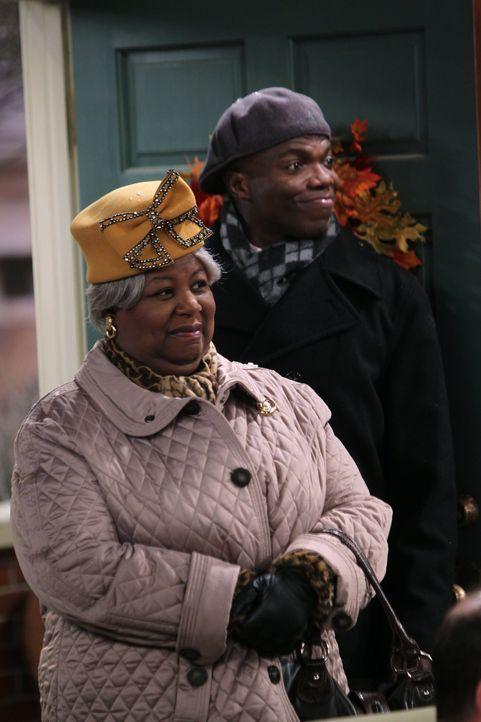 Auch Carl (Reno Wilson, r.) und dessen Großmutter (Cleo King, l.) sind zum Thanksginings-Fest eingeladen ... - Bildquelle: Warner Brothers