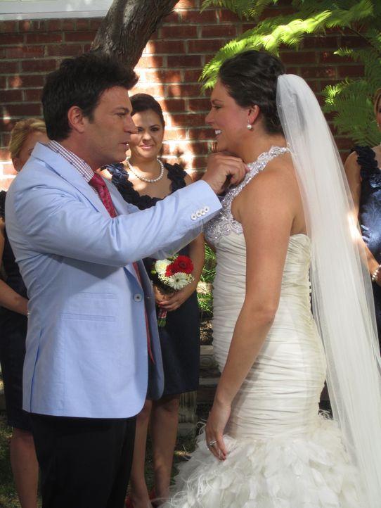 (4. Staffel) - Bis zur letzten Minute steht Wedding-Planner David Tutera (l.) den Bräuten bei ... - Bildquelle: 2012 PilgrimStudios