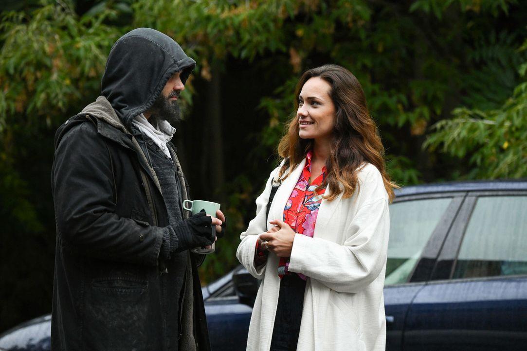 Daniel (Raphael Vogt, l.) und Melissa (Sarah Maria Besgen, r.) treffen unerwartet aufeinander ... - Bildquelle: Claudius Pflug SAT.1/Claudius Pflug