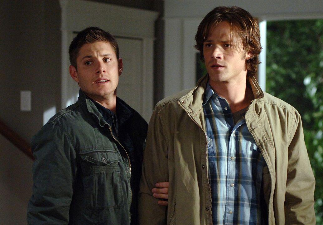 Sam (Jared Padalecki, r.) und Dean Winchester (Jensen Ackles, l.) reisen nach Sturbridge in Massachusetts, wo ein Hexenzirkel, der schon zwei Mensch... - Bildquelle: Warner Bros. Television