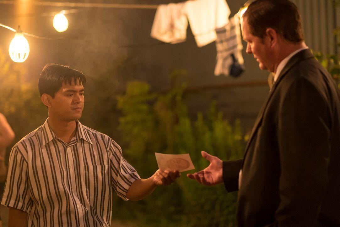 In Manila wird ein amerikanisch-philippinischer Geschäftsmann brutal ermordet. Doch bevor seiner trauernden Witwe die 3-Millionen-Dollar-Versicherun... - Bildquelle: Darren Goldstein Cineflix 2015