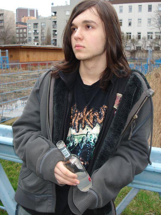 Internet-Junkie Stanislav (16) aus Berlin hat noch keine Ahnung, was ihn in Sibirien erwartet. Minus 30 Grad, Schnee und Eis, frühes Aufstehen, kö... - Bildquelle: kabel eins