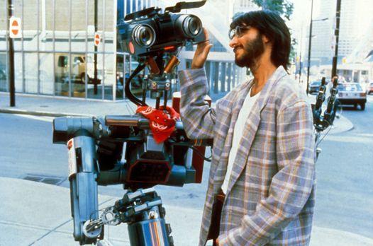 Nr. 5 gibt nicht auf - Ben Jahrvi (Fisher Stevens), der Erfinder von Roboter...