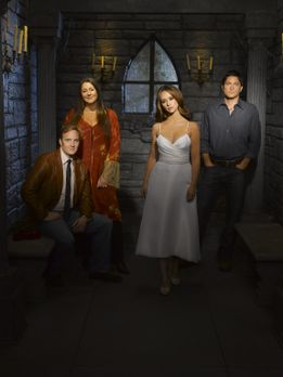 Ghost Whisperer - (3. Staffel) - Melinda (Jennifer Love Hewitt, 2.v.r.) ist i...