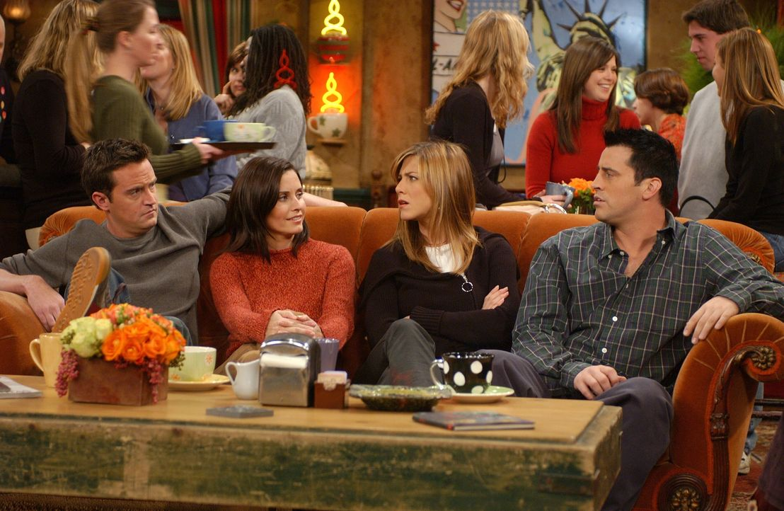 Wahre Freunde: Chandler (Matthew Perry, l.), Monica (Courteney Cox, 2.v.l.), Rachel (Jennifer Aniston, 2.v.r.) und Joey (Matt LeBlanc, r.) ... - Bildquelle: 2003 Warner Brothers International Television
