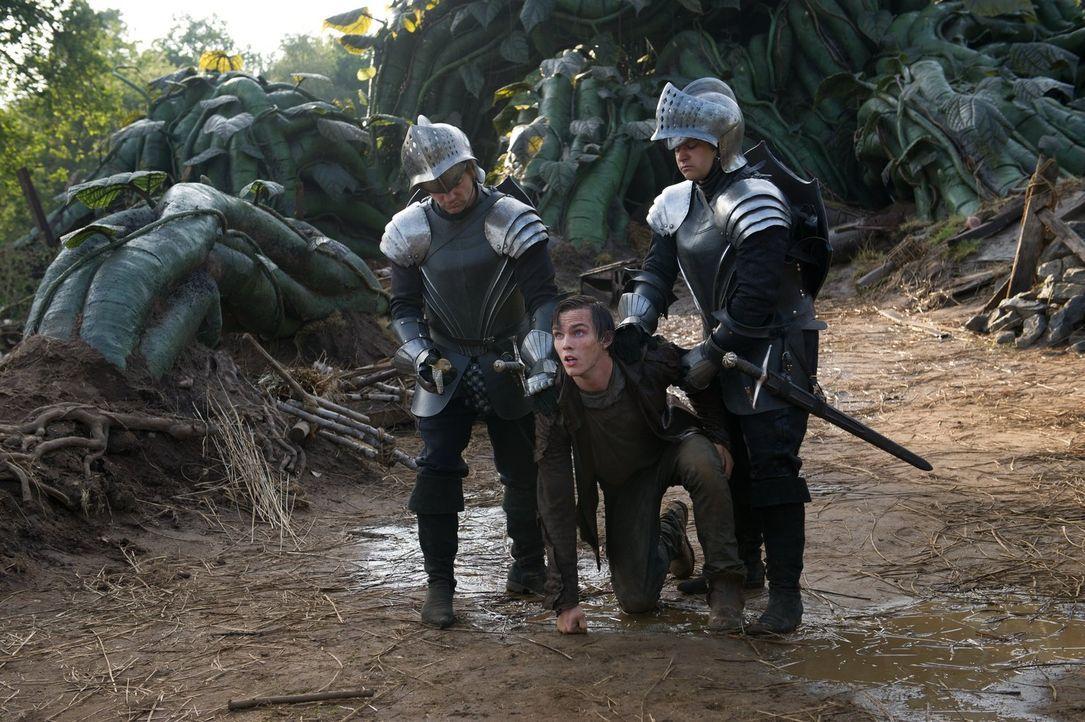 Als Prinzessin Isabelle ins Reich der Riesen entführt wird, macht sich der junge Farmer Jack (Nicholas Hoult, M.) auf den Weg, um sie zu befreien un... - Bildquelle: Warner Brothers
