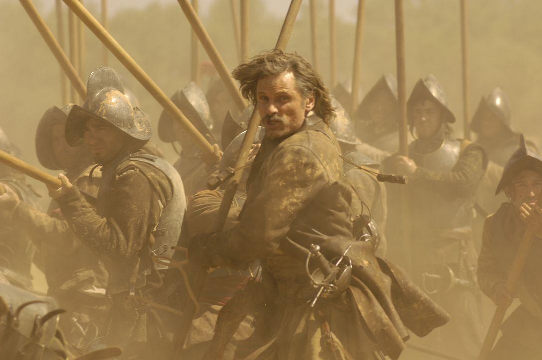 Als Alatriste (Viggo Mortensen) für den Inquisitor Bocanegra einen Mord begehen soll, weigert er sich den feigen Befehl auszuführen. Mit seinem Freu... - Bildquelle: José Haro TF1 International