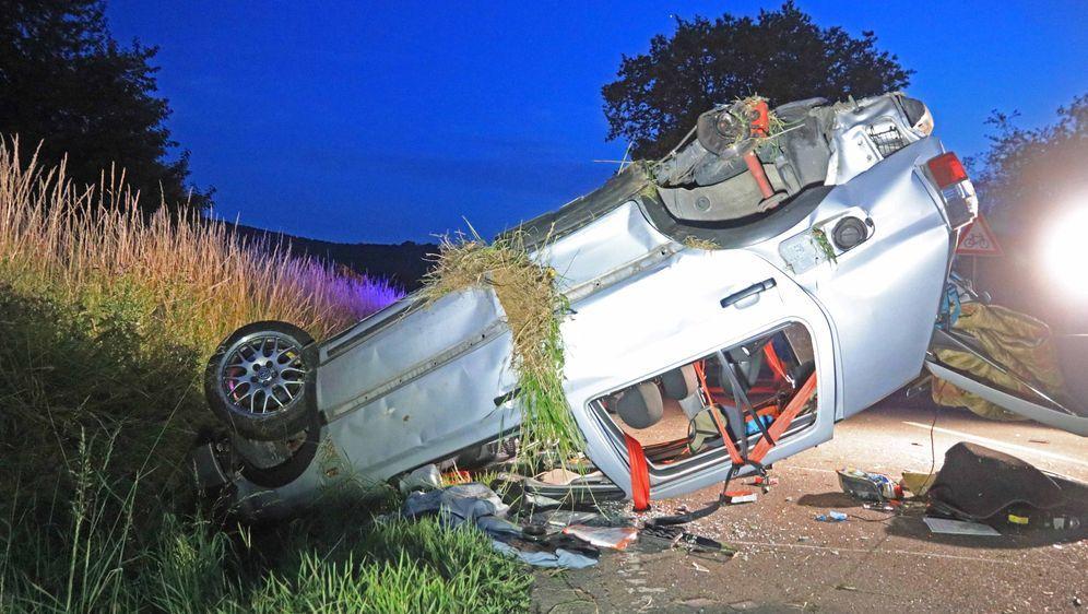 Auto überschlägt sich: Vier junge Menschen verletzt - Bildquelle: News5