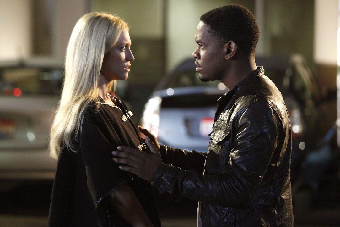 Lernen sich immer besser kennen: Malcolm (Aml Ameen, r.) und Jenna (Brittany Snow, l.) ... - Bildquelle: Warner Bros. Television