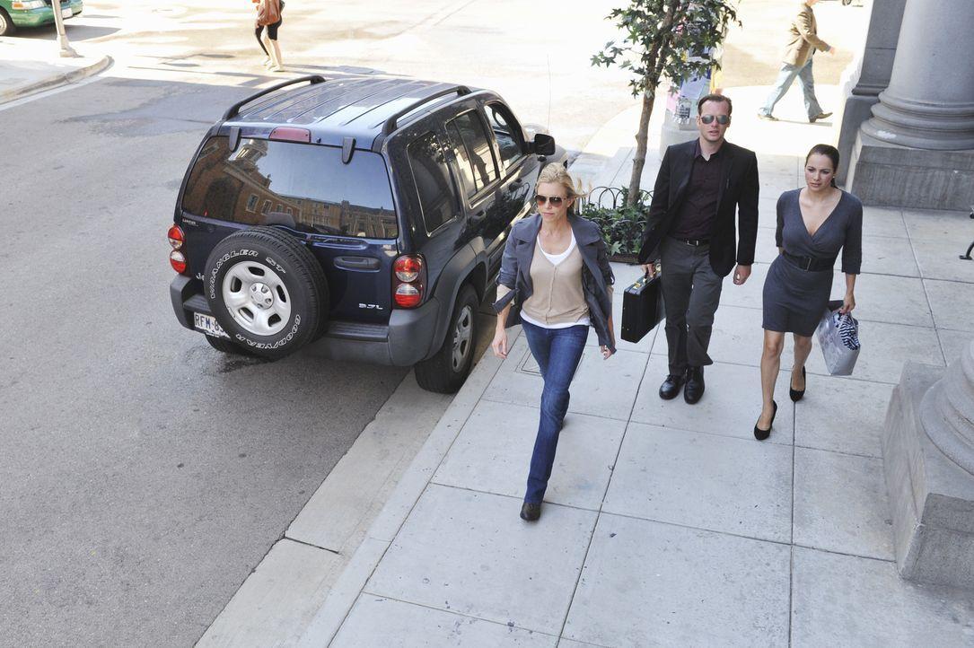 Jeanette Miller (Andrea C. Robinson, l.) gerät ins Visier der Ermittler ... - Bildquelle: ABC Studios