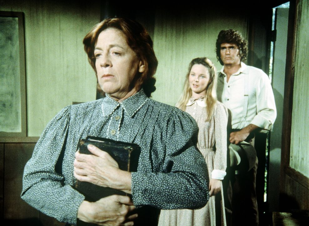 Miss Peel (Anita Dangler, l.) bekommt unerwartet Besuch von Mary (Melissa Sue Anderson, M.) und Charles (Michael Landon, r.) ... - Bildquelle: Worldvision