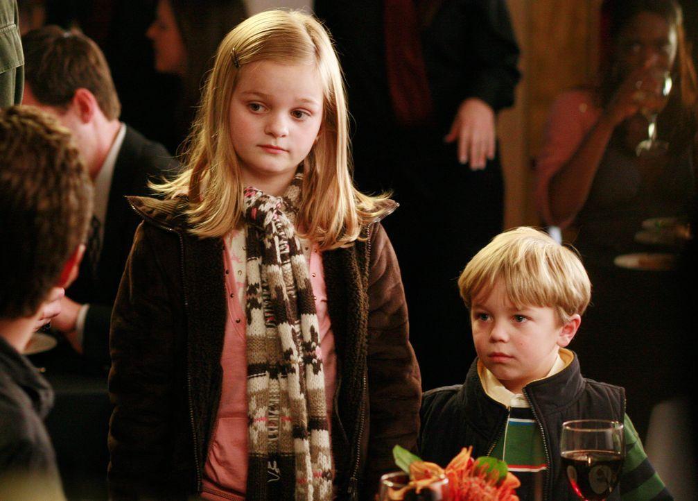 Justin sieht eine Chance, schnappt sich die Kinder (Erris Lilla Dorsey, l. und Maxwell Perry Cotton, r.) und sucht alle italienischen Restaurants na... - Bildquelle: Disney - ABC International Television