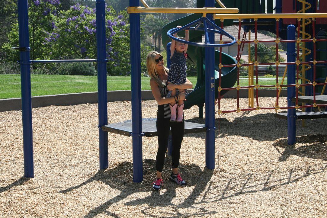 Erst die Arbeit, dann das Vergnügen: Auch die Zeit für Christinas (hinten) und Tareks Tochter (vorne) darf nicht zu kurz kommen ... - Bildquelle: 2014,HGTV/Scripps Networks, LLC. All Rights Reserved