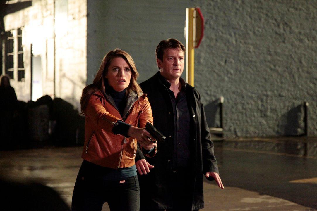 Castle (Nathan Fillion, r.) und Beckett (Stana Katic, l.) verstehen sich schon eine Weile nicht mehr so besonders und Castle beschließt, nur noch ei... - Bildquelle: 2012 American Broadcasting Companies, Inc. All rights reserved.