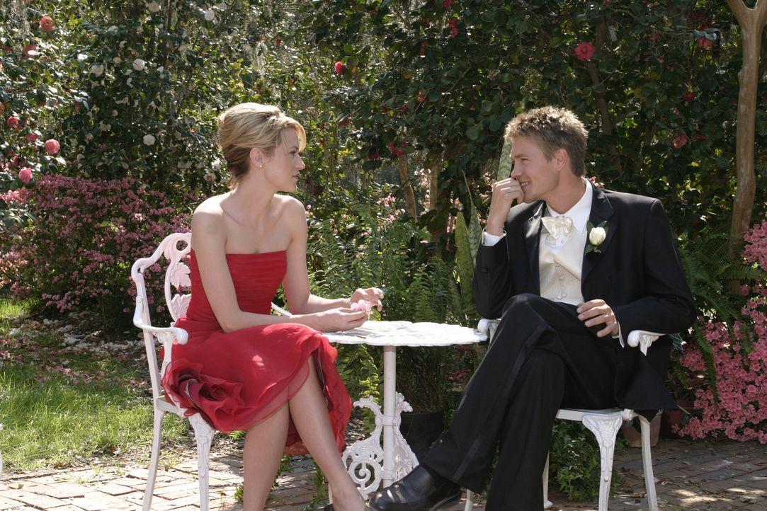 Peyton (Hilarie Burton, l.) ist nach ihrem Geständnis völlig verwirrt. Auch Lucas (Chad Michael Murray, r.) scheint noch Gefühle für sie zu habe... - Bildquelle: Warner Bros. Pictures