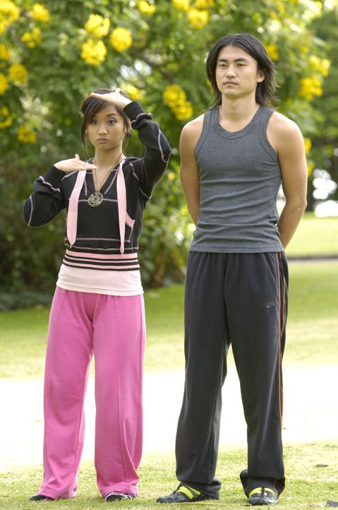 Wollen einen bösen Geist besiegen: Wendy Wu (Brenda Song, l.) und Shen (Shin Koyamada, r.) ... - Bildquelle: Buena Vista International Television
