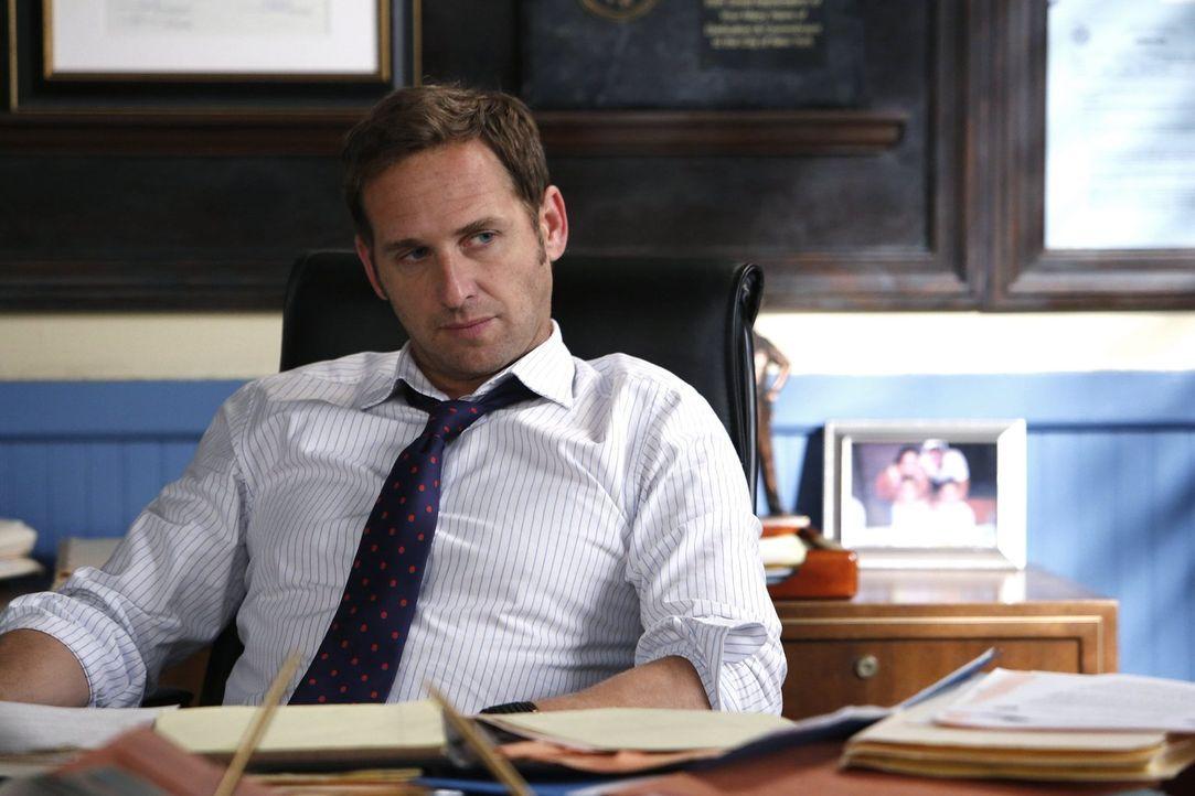 Ein neuer Fall beschäftigt Jake Broderick (Josh Lucas) und sein Team ... - Bildquelle: Warner Bros. Entertainment, Inc.