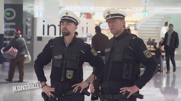 Achtung Kontrolle - Achtung Kontrolle! - Schmuggel Der Besonderen Art - Die Bupo Am Flughafen