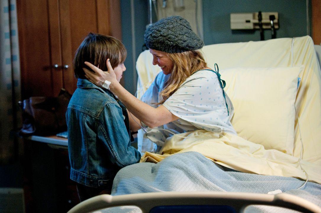 Erica (A.J. Langer, r.) geht es wieder sehr schlecht. Sie hat Metastasen und Amelia gibt ihr noch eine Woche Lebenszeit. Trotzdem will sie  ihren So... - Bildquelle: ABC Studios