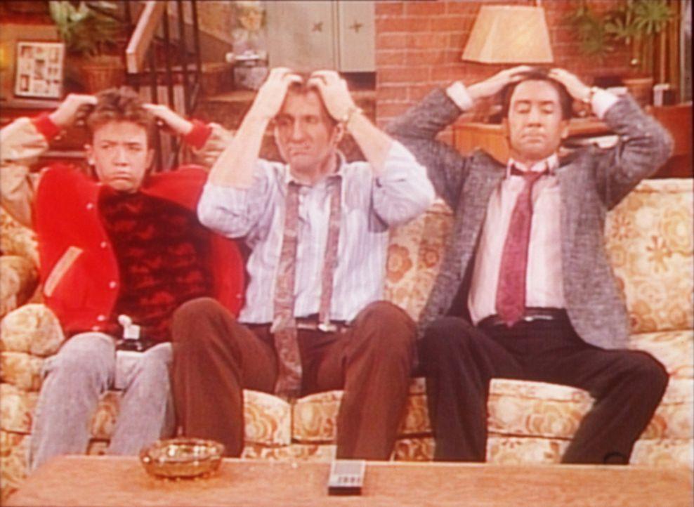 Bud (David Faustino, l.), Al (Ed O'Neill, M.) und Steve (David Garrison, r.) plagt die Furcht, bald eine Glatze zu bekommen. - Bildquelle: Sony Pictures Television International. All Rights Reserved.