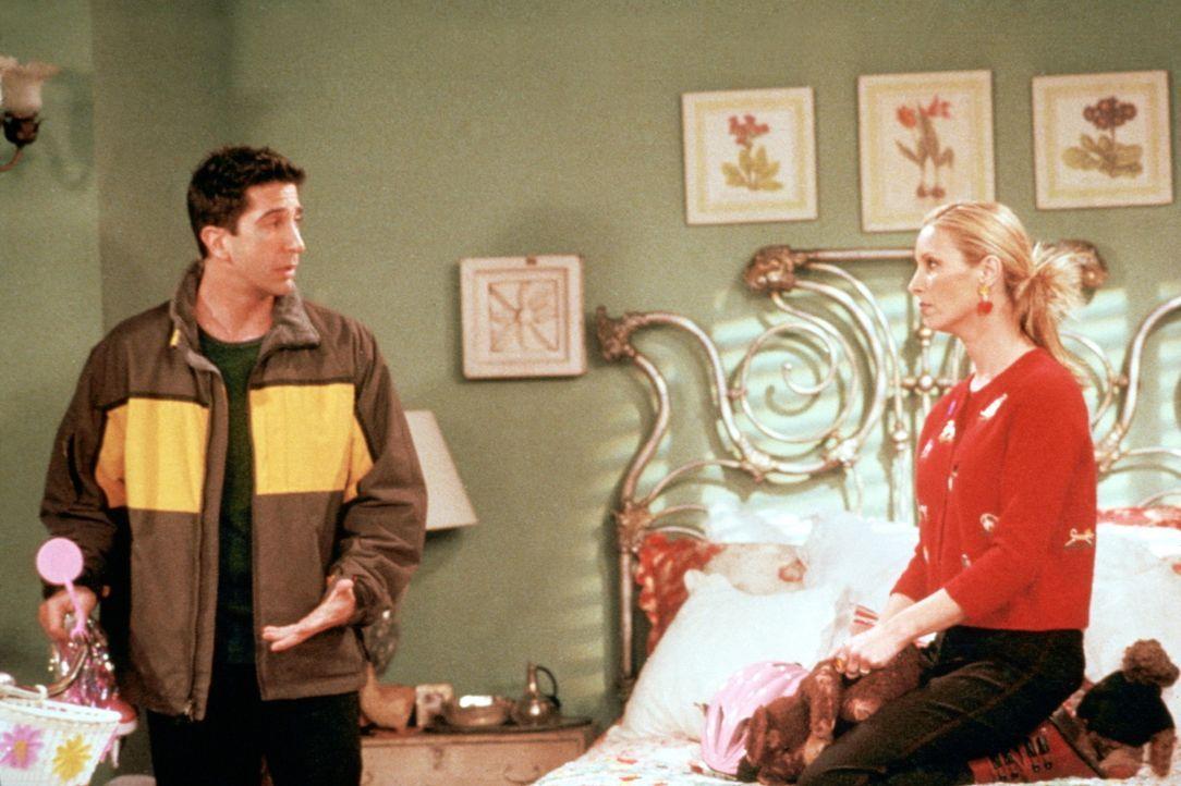 Ross (David Schwimmer, l.) hat Phoebe (Lisa Kudrow) ein Fahrrad geschenkt ... - Bildquelle: TM+  2000 WARNER BROS.