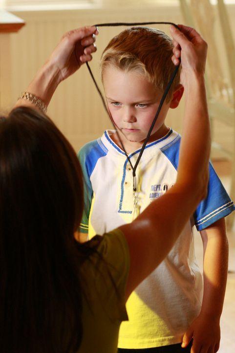 Susan (Teri Hatcher, l.) findet heraus, dass niemand Geringeres als Juanita Solis ihren Sohn piesackt und ihn des Öfteren zu Boden stößt. Da sowohl... - Bildquelle: ABC Studios