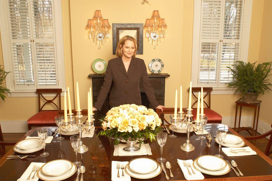 Überaus erfolgreich bringt Unternehmerin Martha Stewart (Cybill Shepherd) ihren Mitmenschen bei, wie man andere bekocht oder sein Haus verschönert .... - Bildquelle: TM &   2009 CBS Studios Inc. All Rights Reserved.