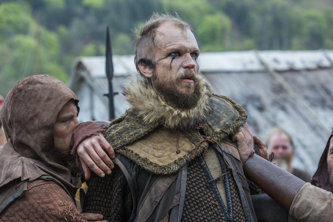 Während Ragnar in Lebensgefahr schwebt, beschließt Bjorn, dessen Geschäfte in die Hand zu nehmen und lässt Floki (Gustaf Skarsgård) in Ketten legen,... - Bildquelle: 2016 TM PRODUCTIONS LIMITED / T5 VIKINGS III PRODUCTIONS INC. ALL RIGHTS RESERVED.