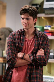 Two and a Half Men - Bekommt überraschenden Besuch: Walden (Ashton Kutcher) ....