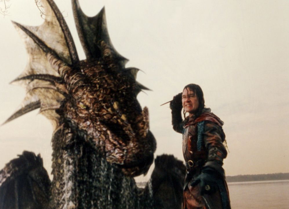 Ritter Garth (Patrick Swayze) muss sich dem gefährlichen Drachen stellen ? - Bildquelle: ApolloMedia