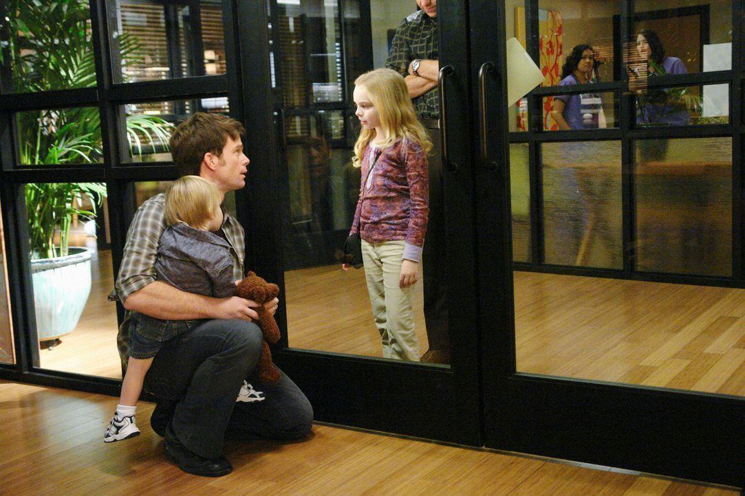 Der tragische Fall von Gracie (Darcy Rose Byrnes, r.), ihrem Vater Daron (Matthew John Armstrong, M.) und ihrem kleinen Bruder (Darsteller unbekannt... - Bildquelle: ABC Studios