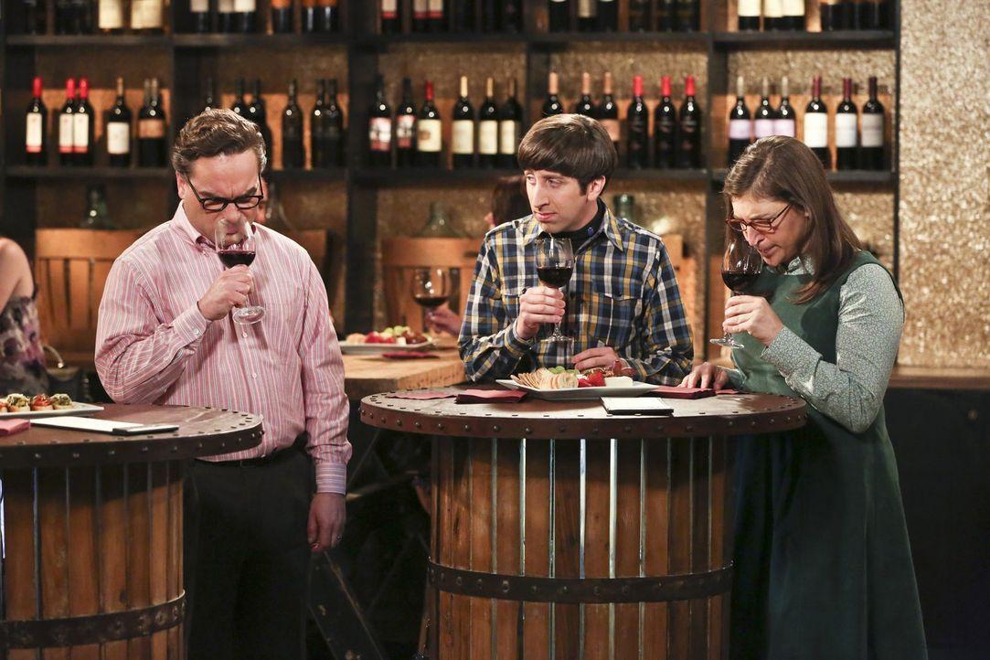 Penny nimmt Leonard (Johnny Galecki, l.), Howard (Simon Helberg, M.), Amy (Mayim Bialik, r.) und Raj mit zu einer Weinprobe. Die fünf amüsieren sich... - Bildquelle: 2016 Warner Brothers