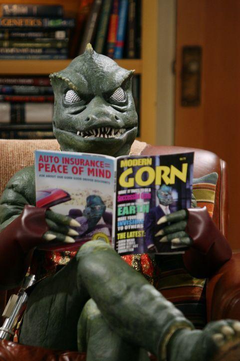 Was macht ein Gorn bei Sheldon auf dem Sofa? - Bildquelle: Warner Bros. Television
