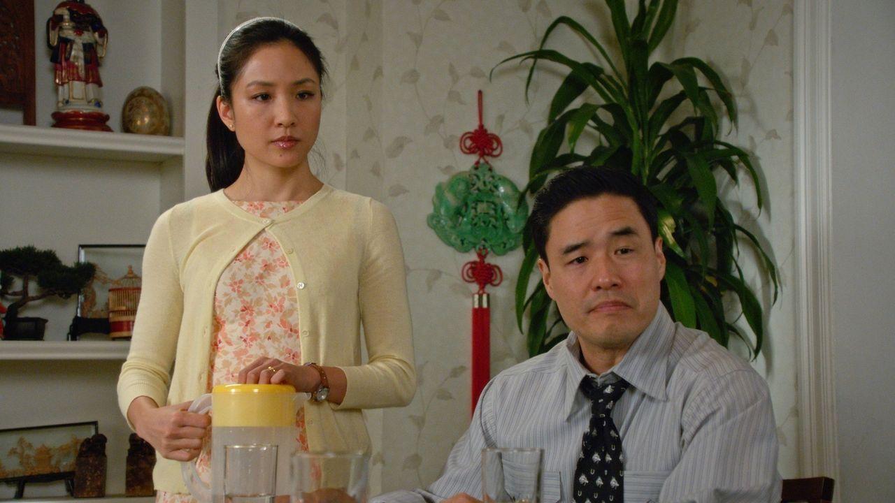 Während sich Jessica (Constance Wu, l.) Gedanken darüber macht, ob ihr Streit mit einer Mutter der Grund dafür ist, dass Evan nicht zur Geburtstagsp... - Bildquelle: 2015-2016 American Broadcasting Companies. All rights reserved.