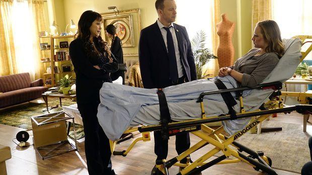 Baez (Marisa Ramirez, l.) und Danny (Donnie Wahlberg, M.) sind festentschloss...
