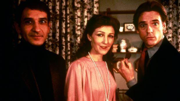 Als die Verlegergattin Emma (Patricia Hodge, M.) ihrem Mann Robert (Ben Kings...