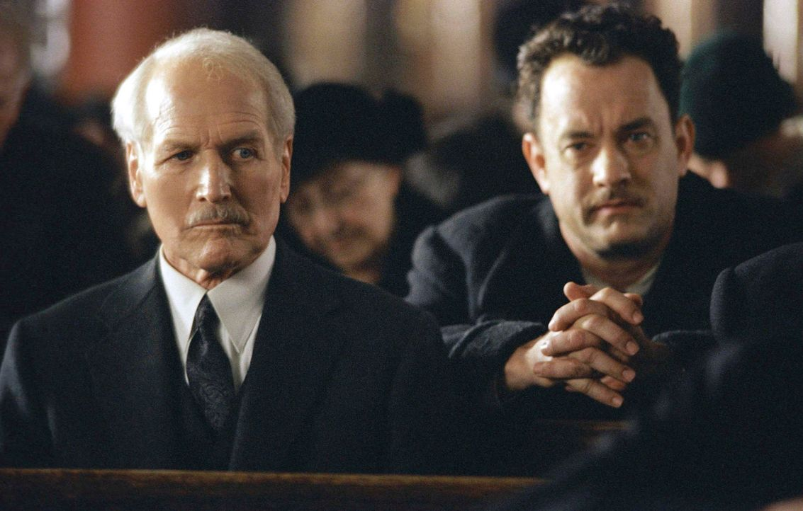 Partners in Crime: Gangsterboss John Rooney (Paul Newman, l.) und Auftragskiller Michael Sullivan (Tom Hanks, r.), die wie Vater und Sohn füreinand... - Bildquelle: 2002 Twentieth Century Fox Film Corporation and DreamWorks L.L.C. All rights reserved.