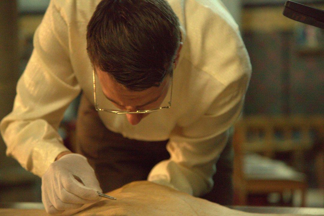 Das Turiner Grabtuch wird 1988 von unabhängigen Wissenschaftlern auf Herz und Nieren geprüft: Die geteilte Probe wird von drei unabhängigen Institut... - Bildquelle: ELLIE